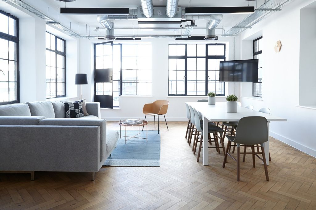 Bürostuhl mit stufenloser Sitzhöhenverst